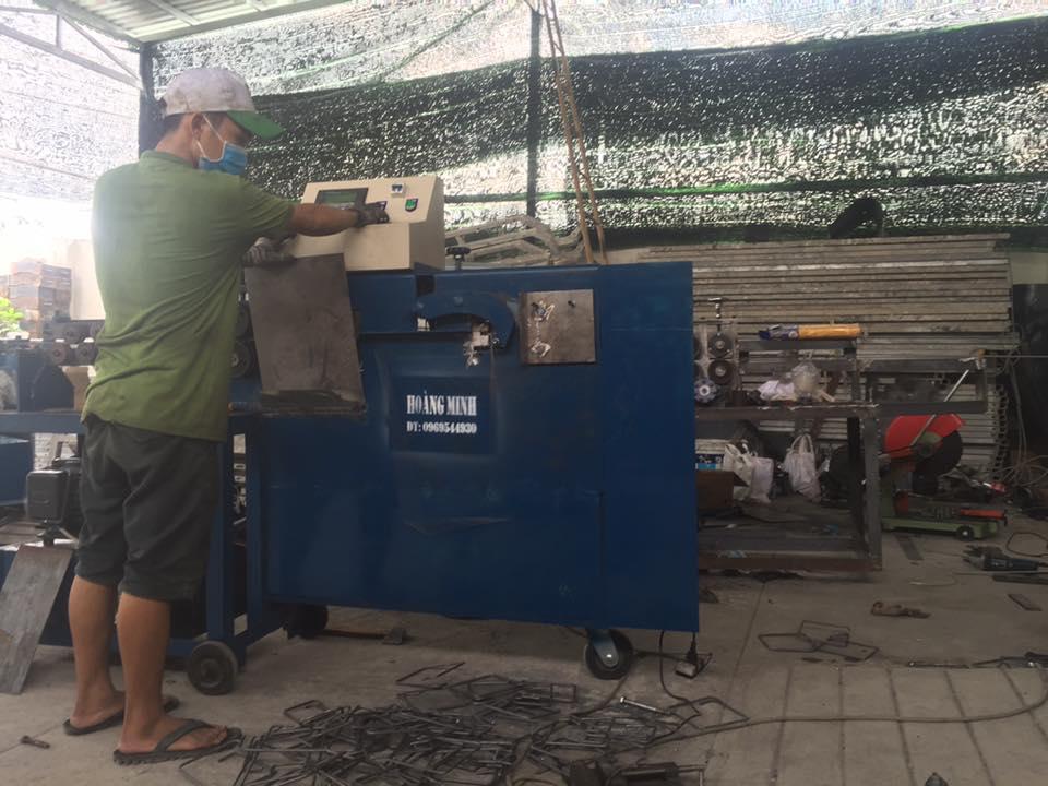 Máy bẻ uốn đai sắt xây dựng tự động Hoàng Minh